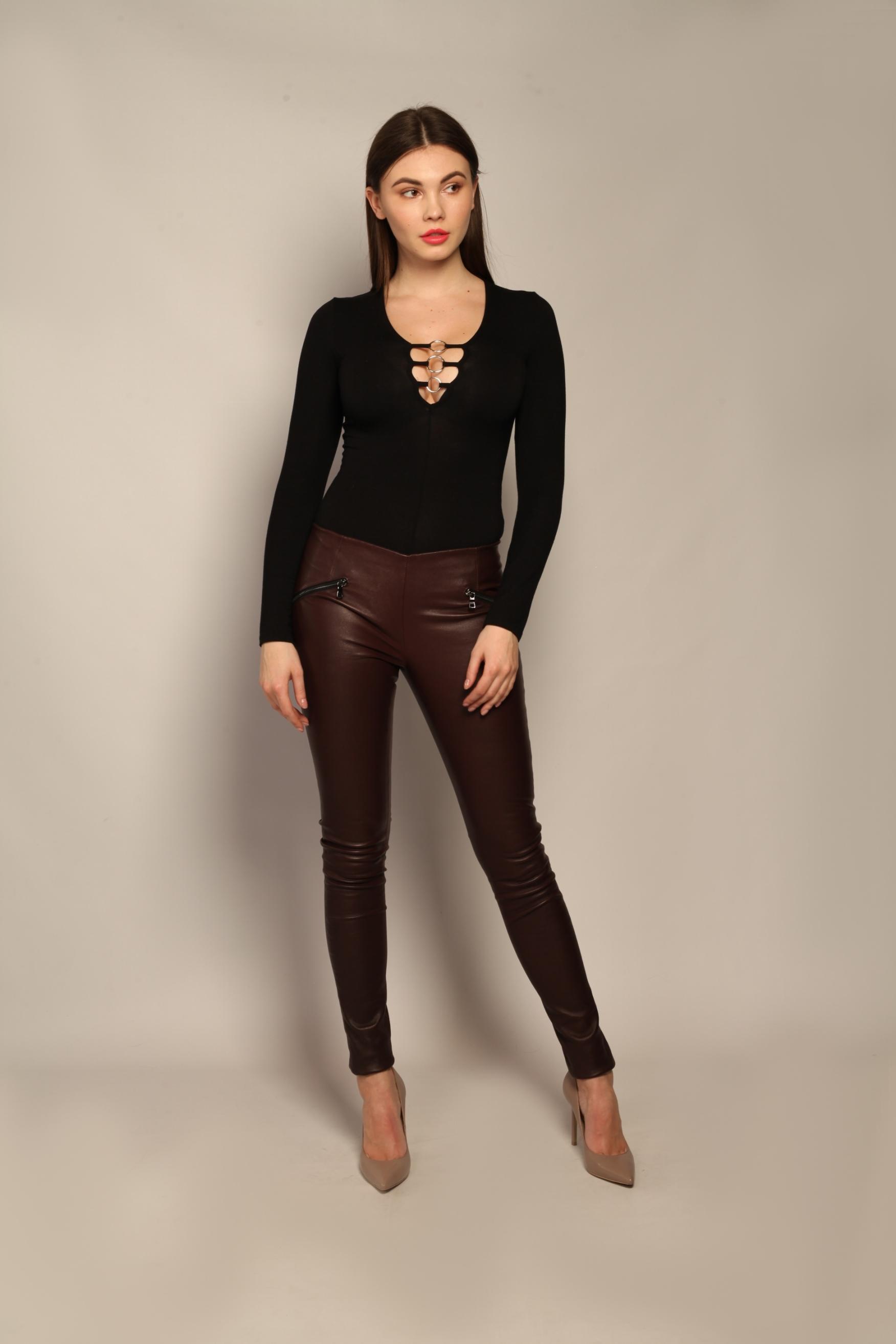 Кожаные брюки бордового оттенка 1