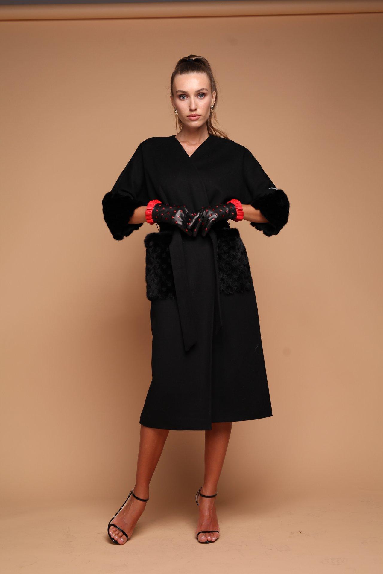 Пальто с мехом норки на карманах и рукавах 1