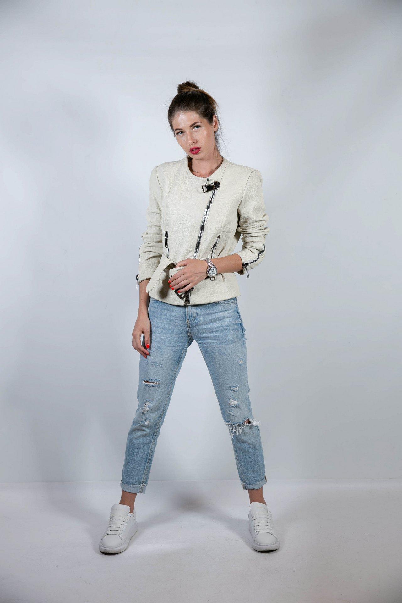 Кожаная куртка молочного цвета с поясом 1
