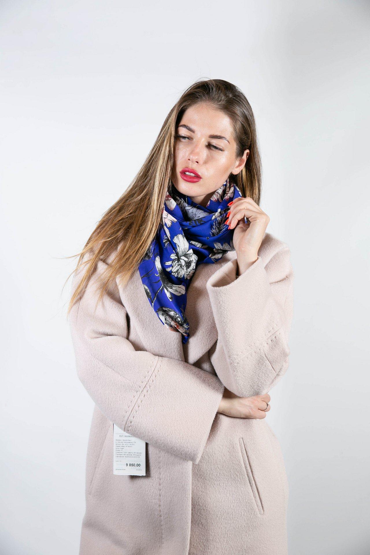Нежный шелковый шарф с цветочным орнаментом 1