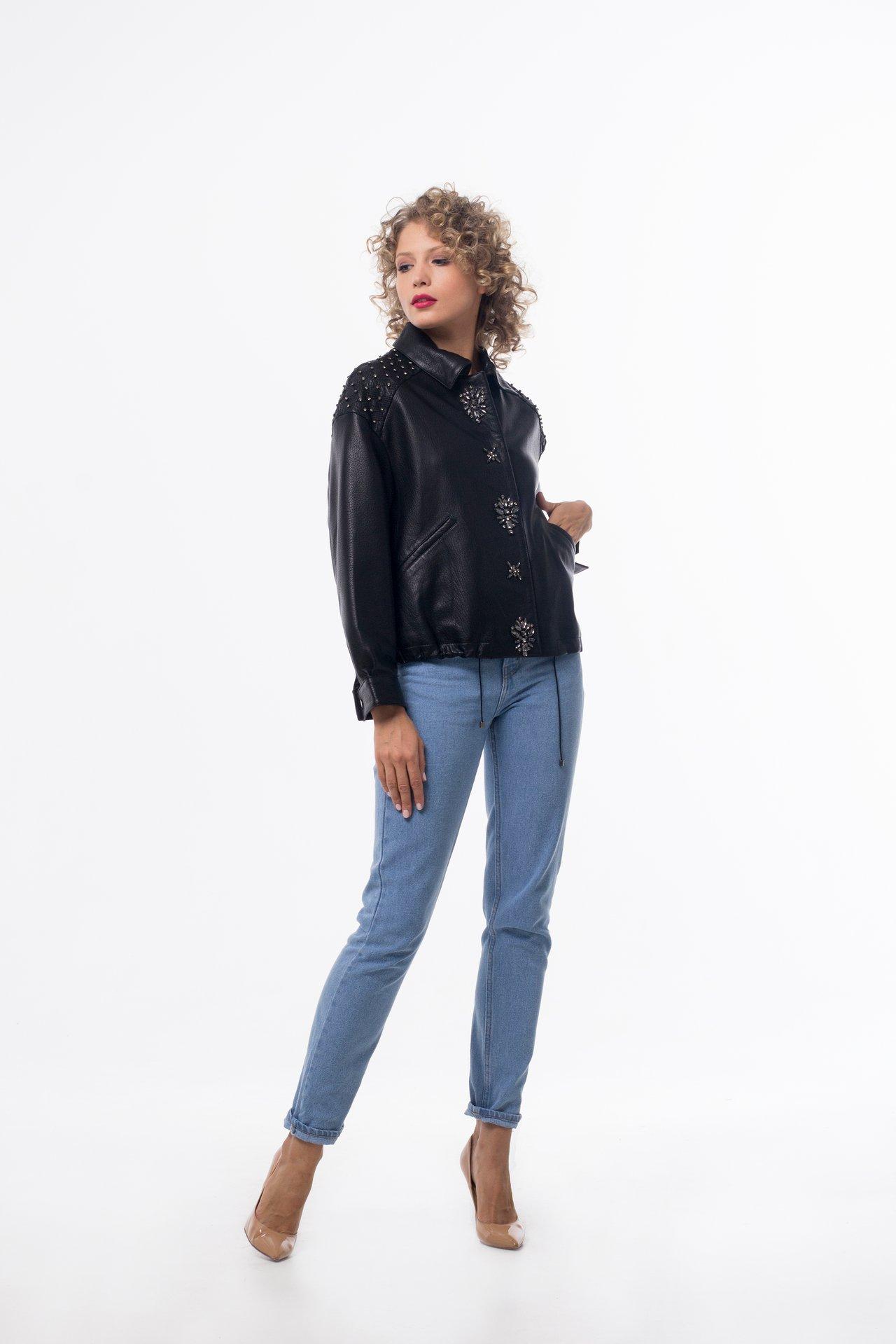 Кожаная куртка с ручной вышивкой 1