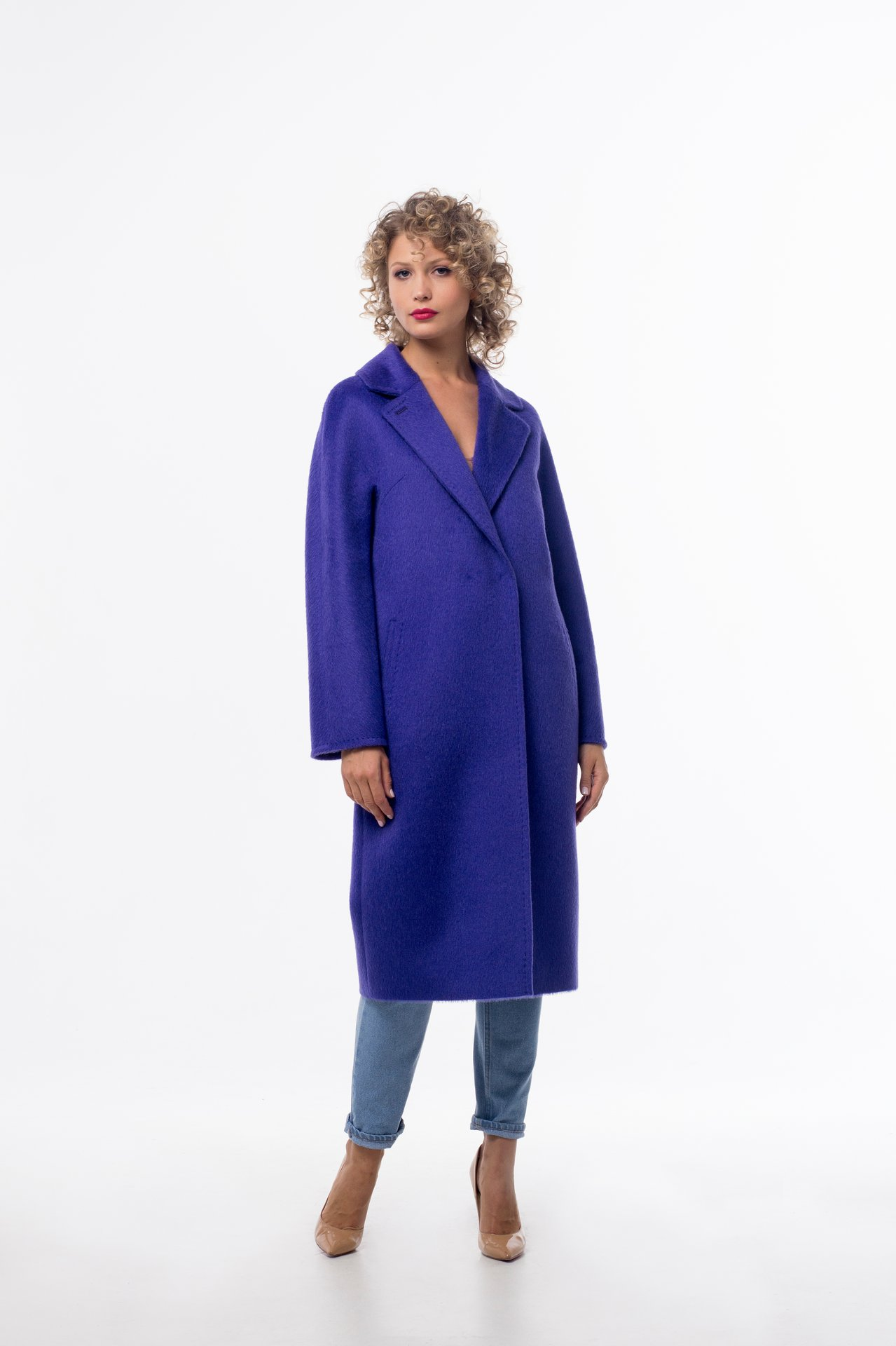 Пальто прямого силуэта фиалкового оттенка 1