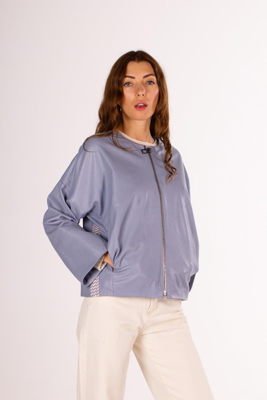 Кожаная куртка в голубом цвете 1