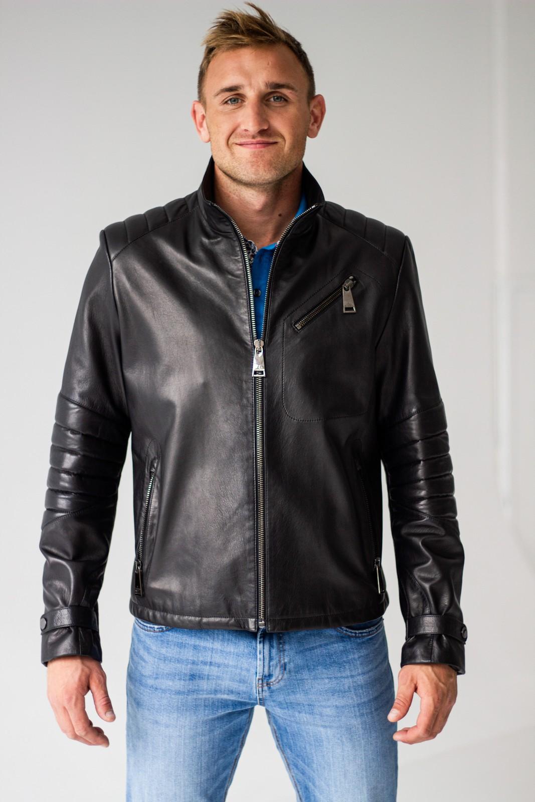 Кожаная куртка с декором на рукавах 1