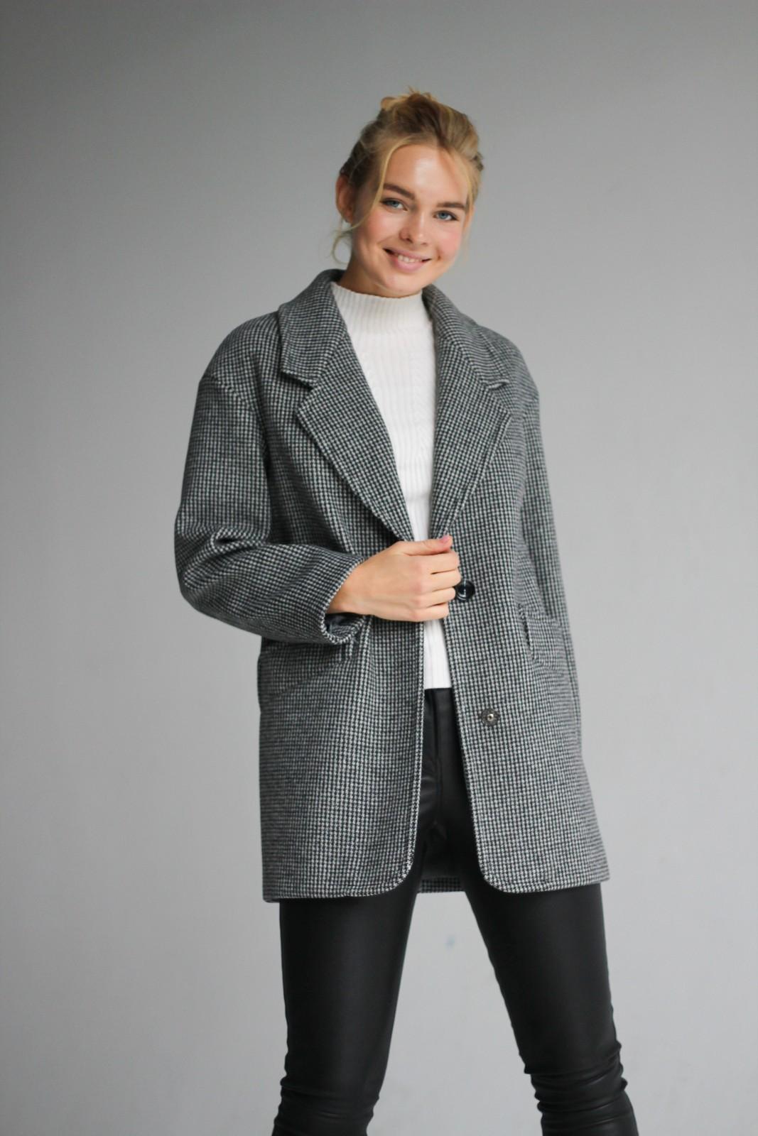 Стильное пальто из шерсти 1