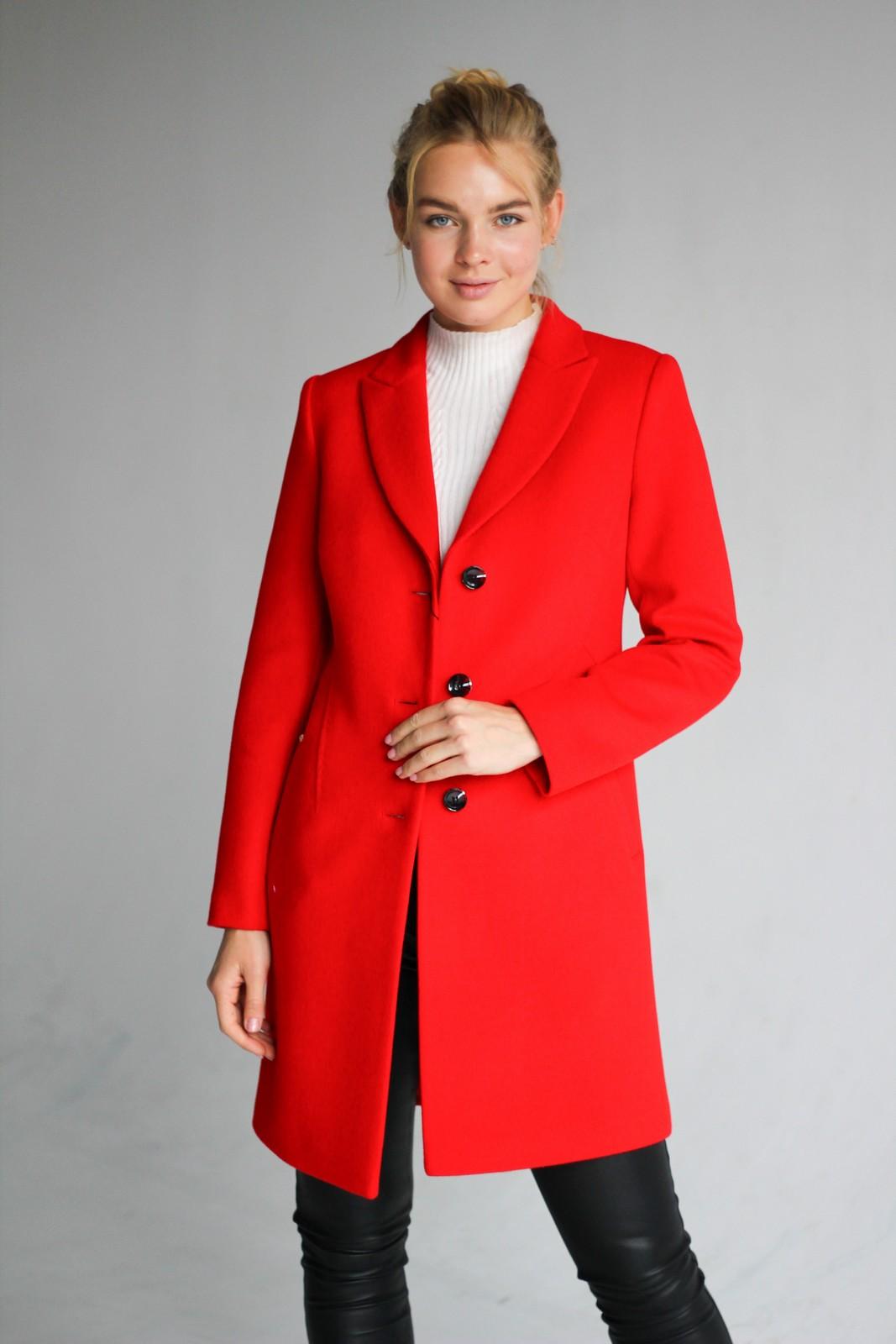 Пальто классического красного 1