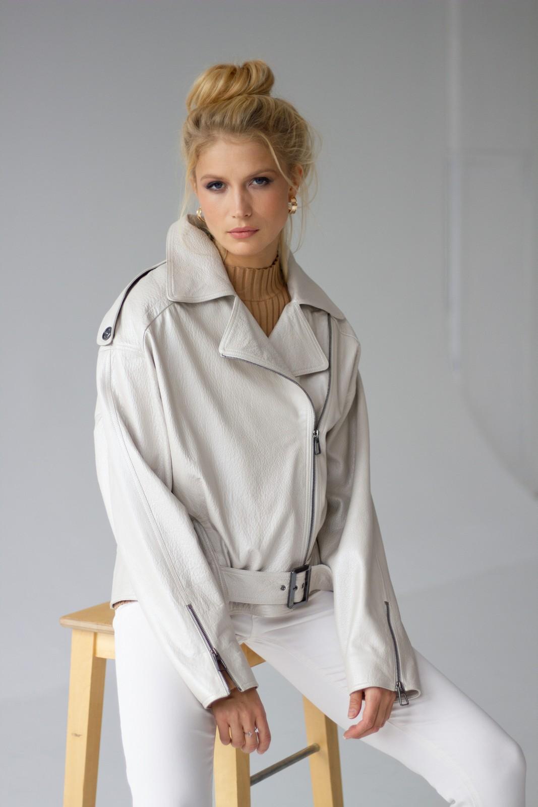 Кожаная куртка цвета талого снега 1