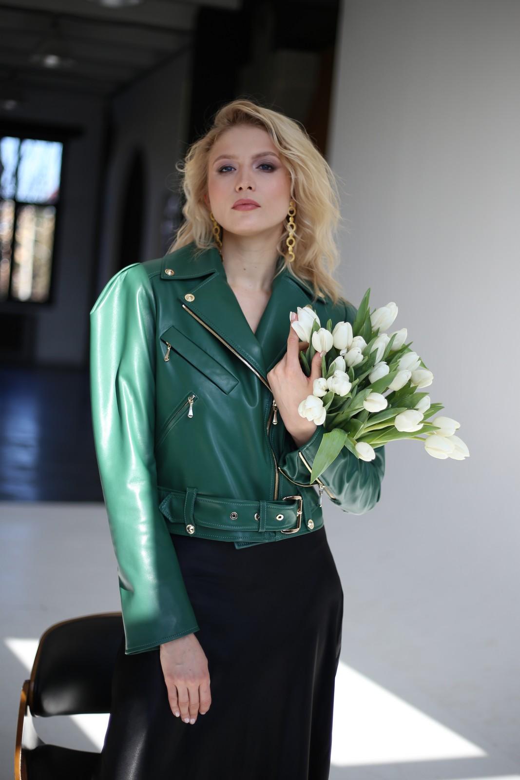 Кожаная куртка - косуха изумрудного цвета 1