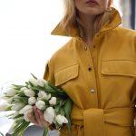 Кожаный плащ цвета шафран в стиле 80-90-х годов 3