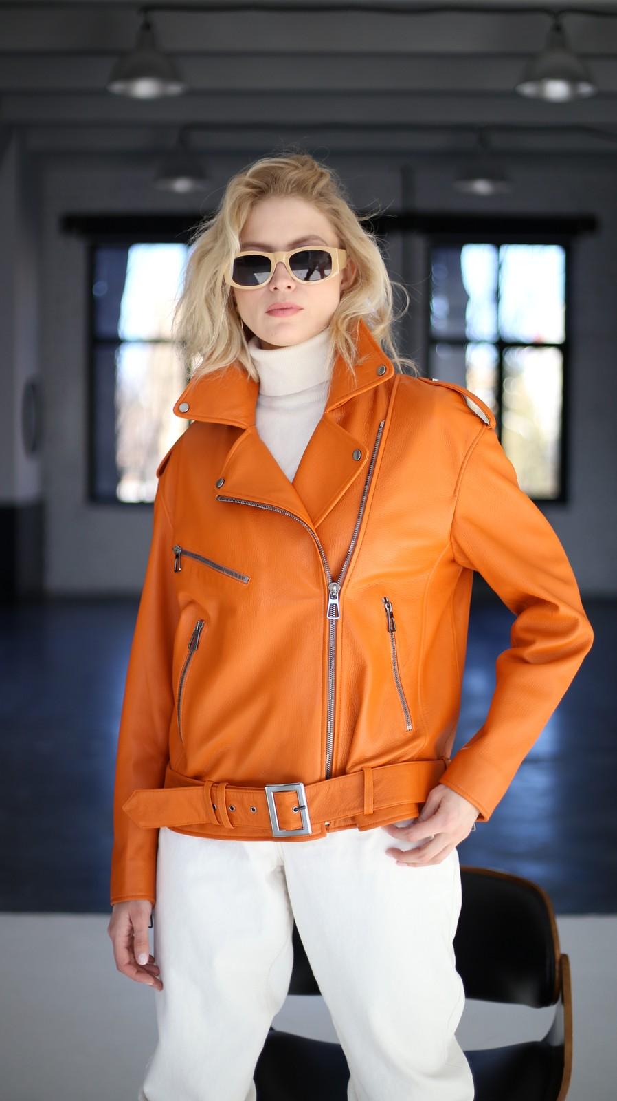 Куртка - косуха из натуральной кожи цвета сочный апельсин 1