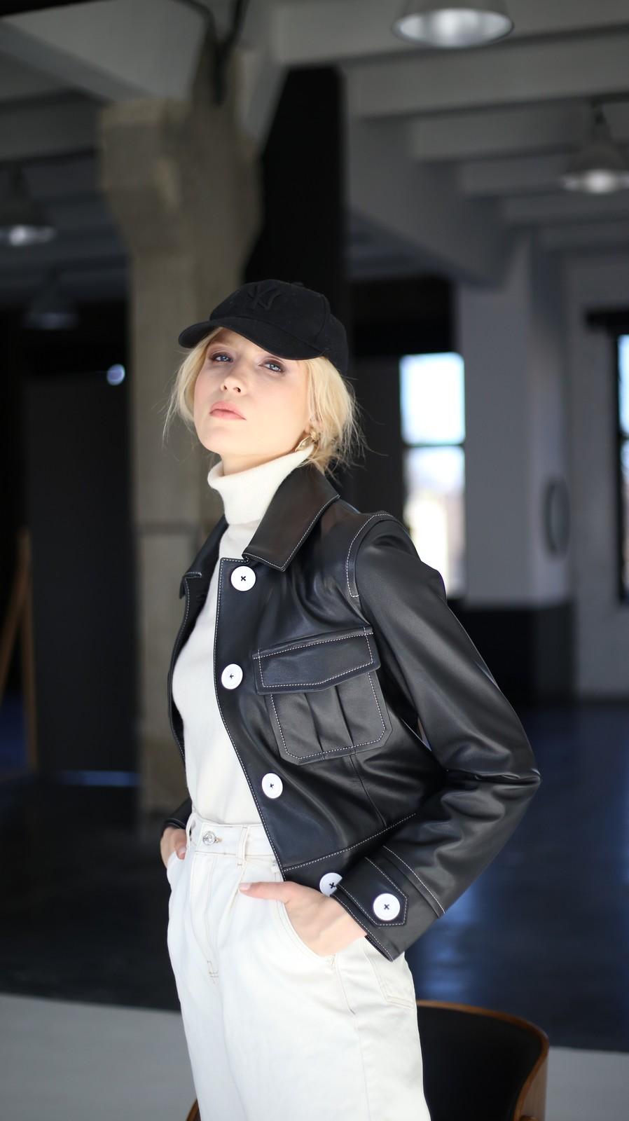 Куртка из натуральной кожи черного цвета 1