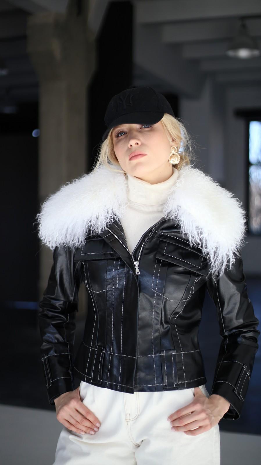 Куртка из натуральной кожи с воротником из ламы 1