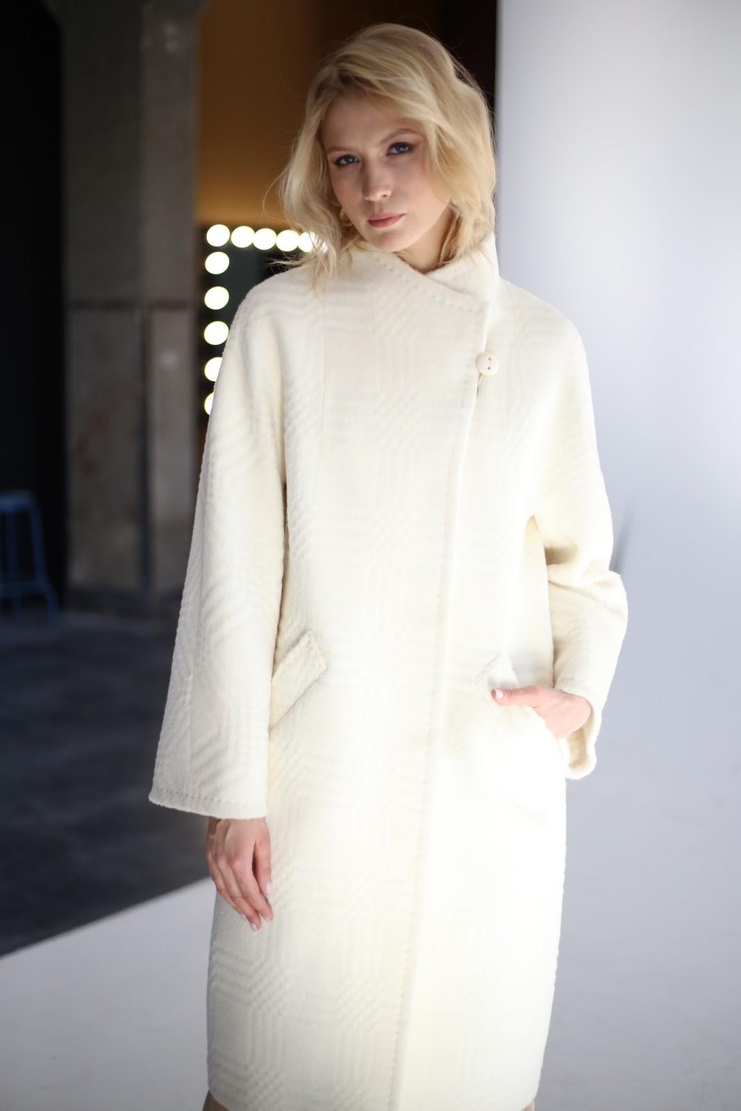 Шикарное тёплое пальто из натуральной шерсти альпаки и мериноса в молочном цвете 1