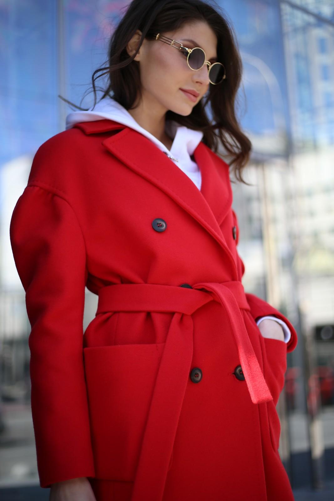 Пальто из шерсти альпаки красного цвета 1