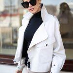 Кожаная куртка - косуха в стиле Celine бежевого цвета 2