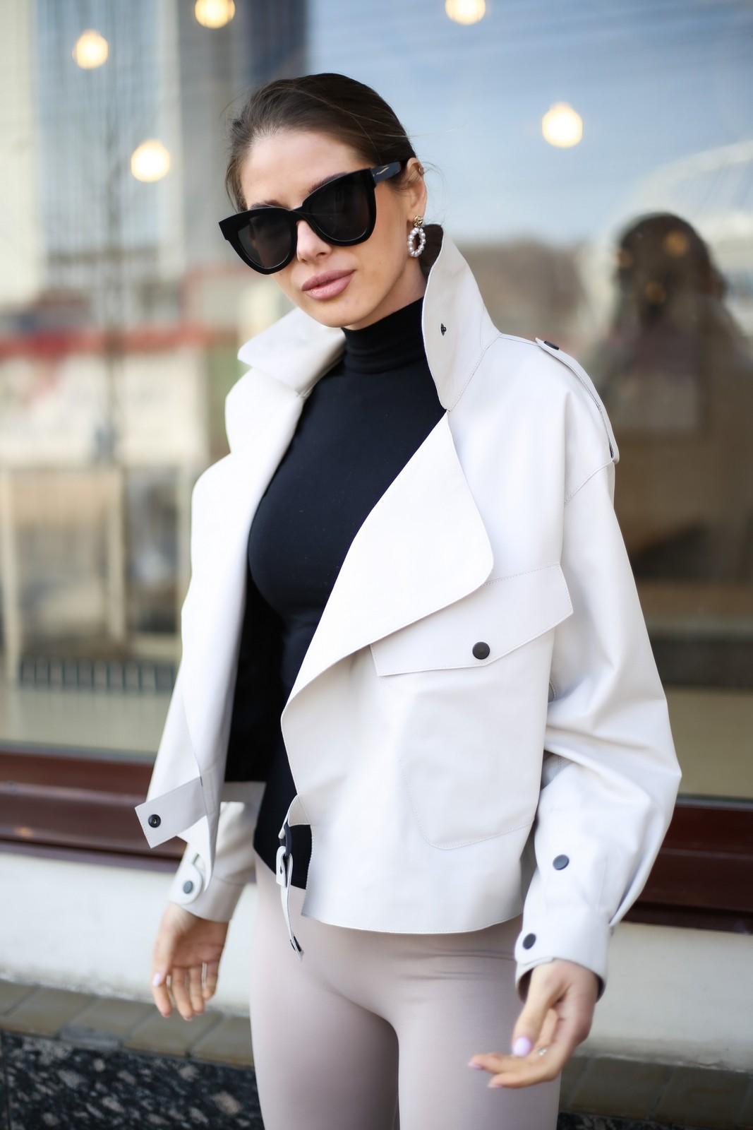 Кожаная куртка - косуха в стиле Celine бежевого цвета 1