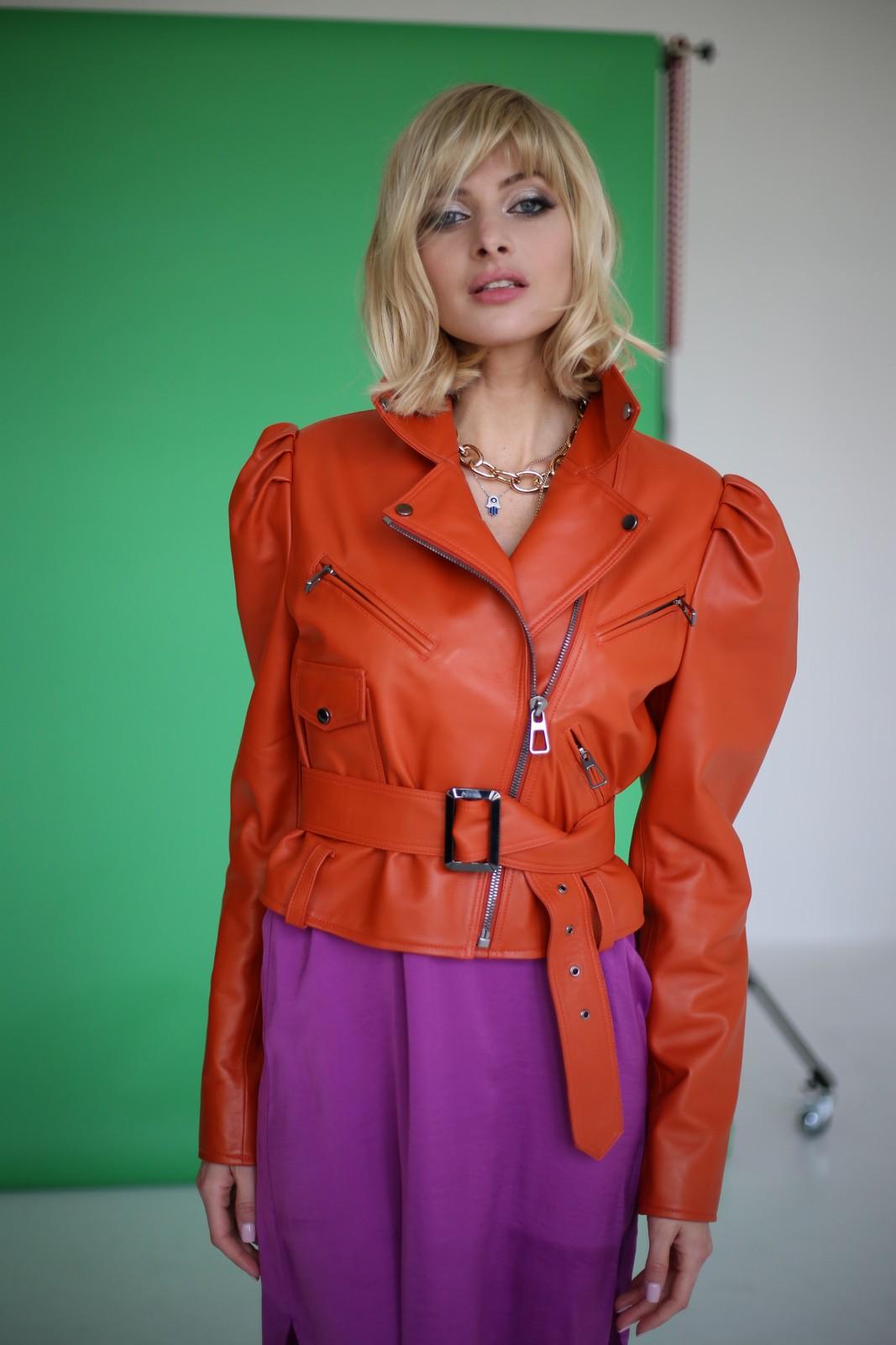 Куртка кожаная цвета мандарин 1