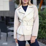 Комбинированная куртка из натуральной кожи и кашемира ванильного цвета . 2