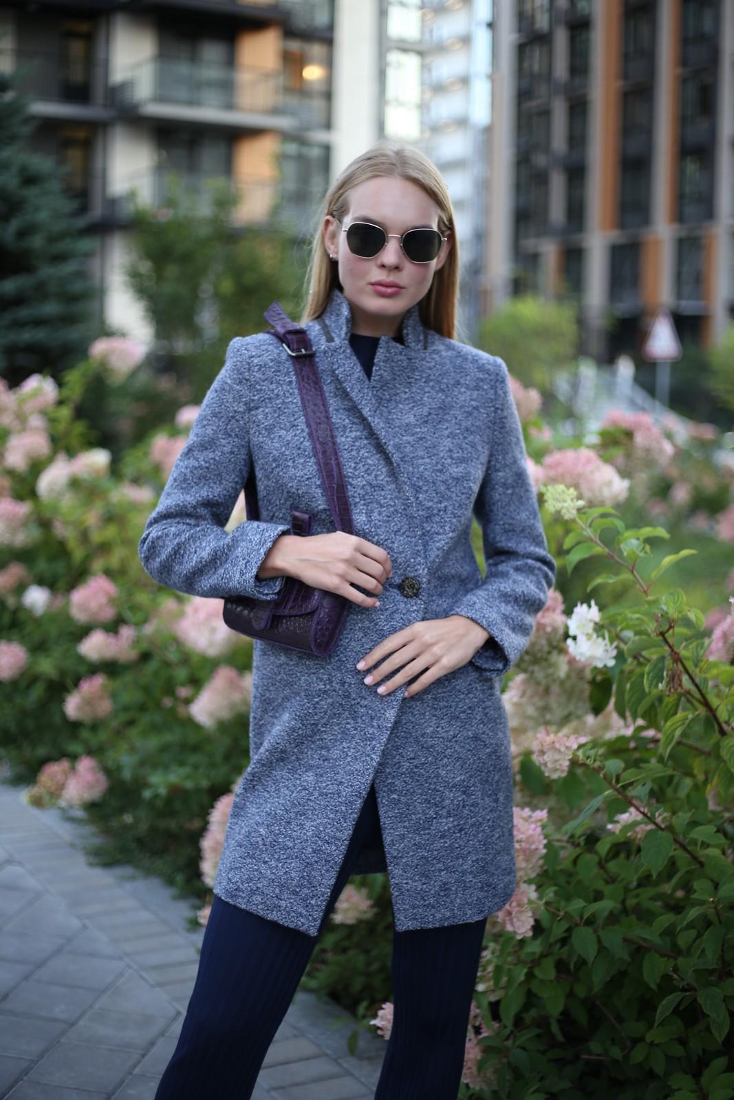 Пальто из меланжевой шерсти мериноса серо - синего цвета. 1
